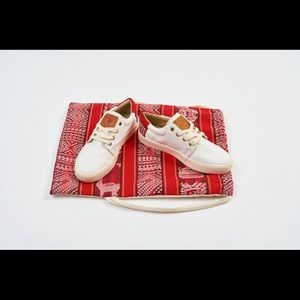 Canvas sneakers with red Peruvian textile detail